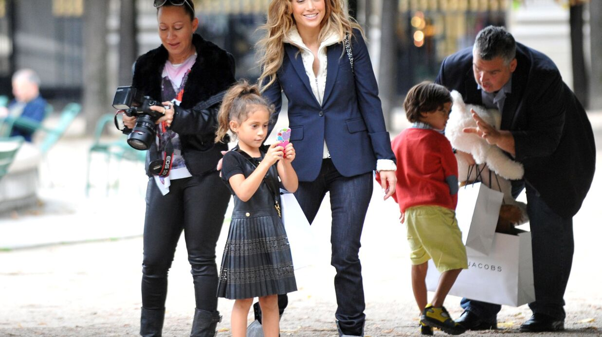 PHOTOS Jennifer Lopez en mode touriste à Paris avec ses enfants
