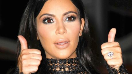 PHOTO Kim Kardashian gambade dans les champs en lingerie chair et porte-jarretelles