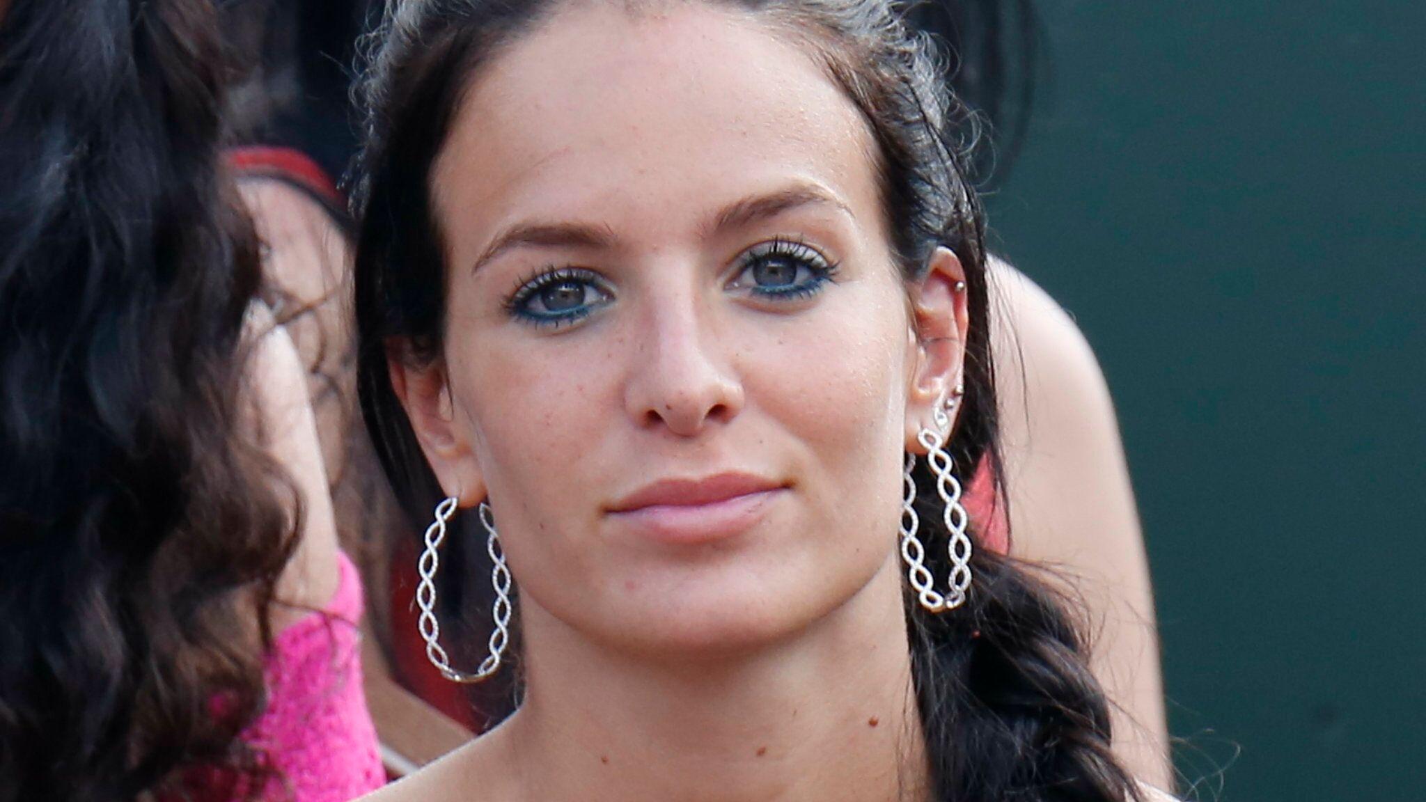 PHOTO Jade Lagardère affiche sa poitrine dans un soutien-gorge transparent  - Voici 50e880fdd79