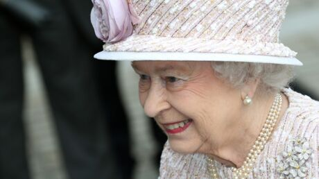 La Reine écrit une lettre émouvante à un petit garçon endeuillé par la mort de son grand-père