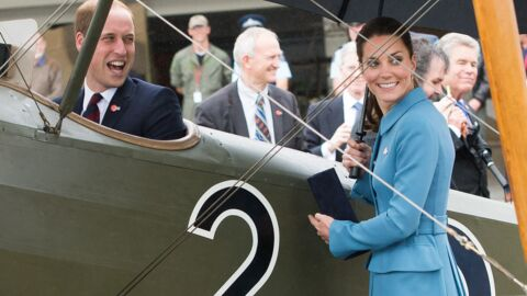 PHOTOS Kate regarde William retomber en enfance dans son petit avion