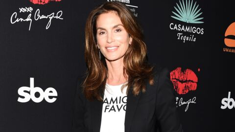PHOTO Cindy Crawford topless à la plage, elle éblouit le Net