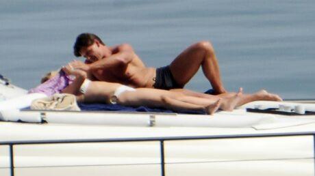PHOTOS Scarlett Johansson batifole sur un yacht en bonne compagnie