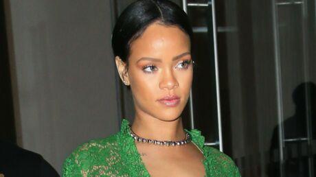 VIDEO Rihanna: une fan lui lance son soutien-gorge sur scène, elle répond avec humour