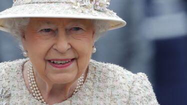 «J'aime votre couronne et votre cape rouge»