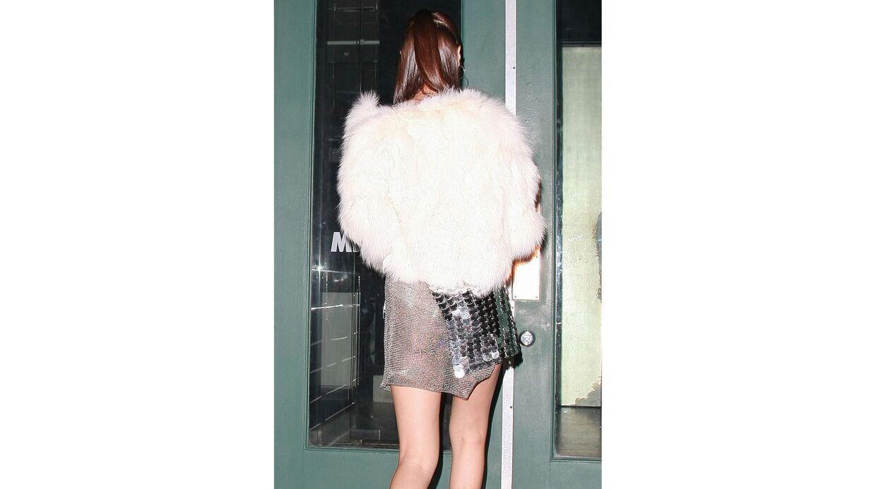 PHOTOS Sexy, Bella Hadid dévoile sa poitrine et son derrière à sa soirée d'anniversaire