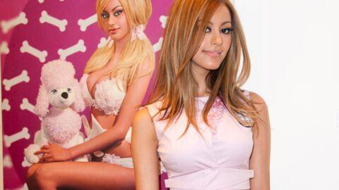 PHOTOS Zahia sexy et mutine pour l'inauguration d'une expo Pierre et Gilles