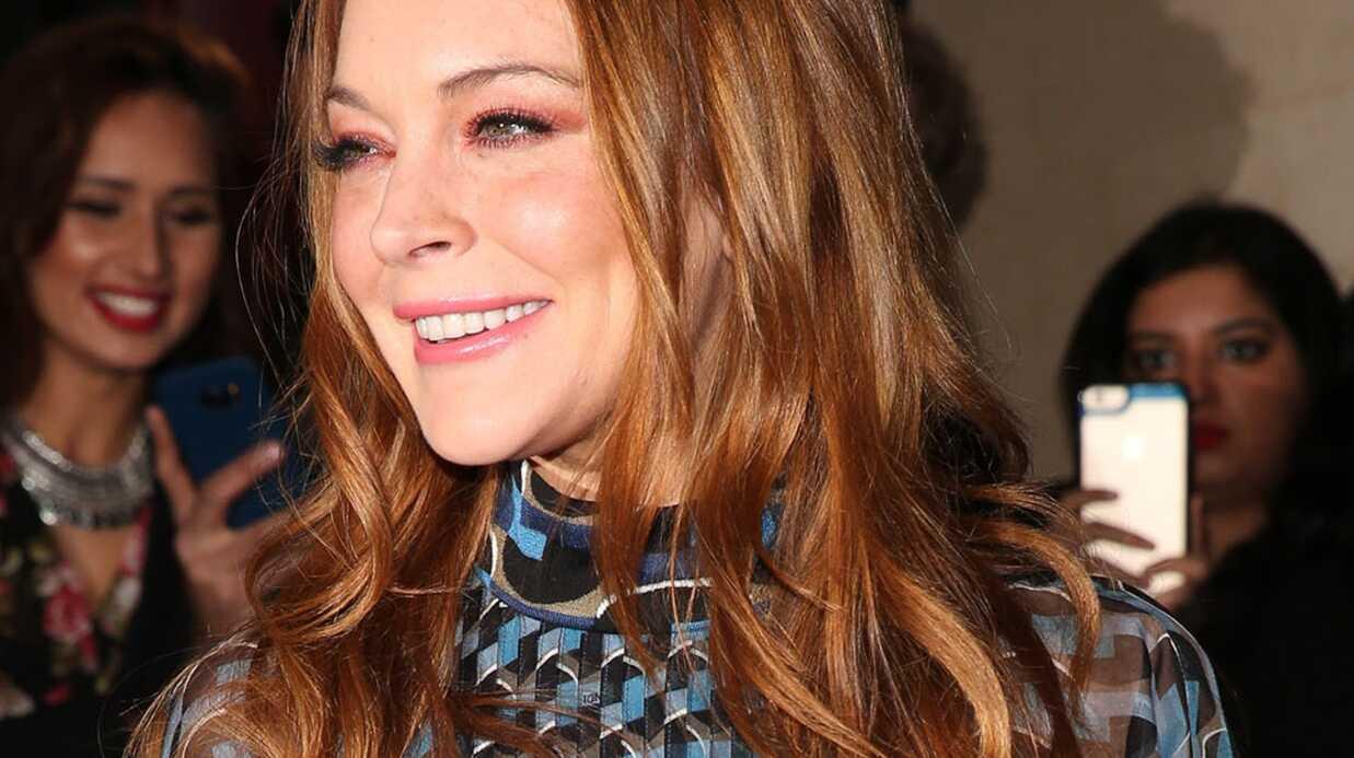PHOTOS Lindsay Lohan seins nus sous une robe totalement transparente à une cérémonie