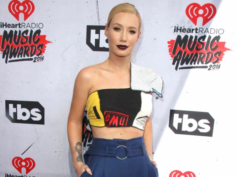 iggy azalea menace de couper le p nis de son mec s il la trompe encore voici. Black Bedroom Furniture Sets. Home Design Ideas