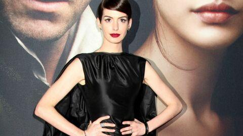 LOOK Anne Hathaway tente le style fétichiste