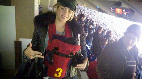 PHOTO Shakira emmène déjà son fils au stade pour soutenir papa