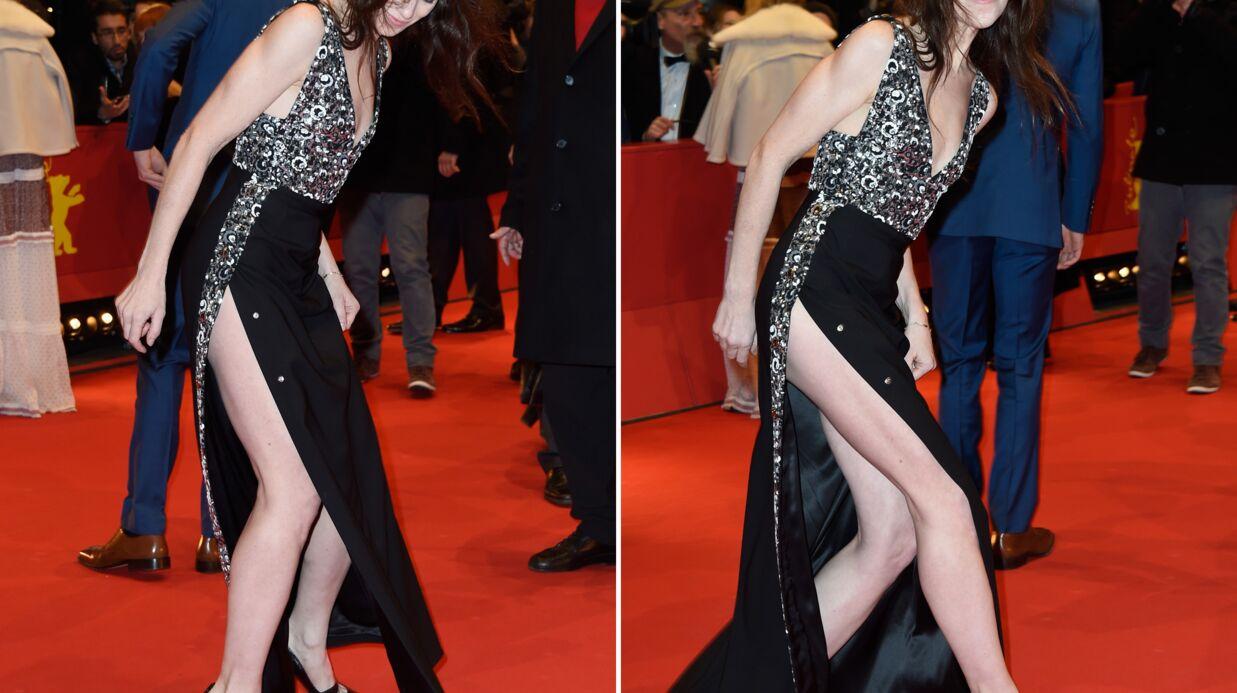 PHOTOS Charlotte Gainsbourg en montre trop dans sa robe fendue
