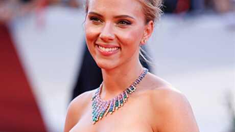 VIDEO Scarlett Johansson se moque (gentiment) des manies des Parisiens