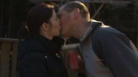 deja-un-couple-dans-l-amour-est-dans-le-pre