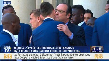Les Bleus à l'Elysée: pourquoi François Hollande n'a embrassé que Laurent Koscielny