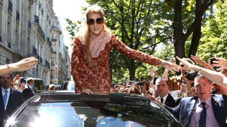 PHOTOS Céline Dion au milieu d'un bain de foule, elle reçoit les remerciements de son hôtel… en ballons