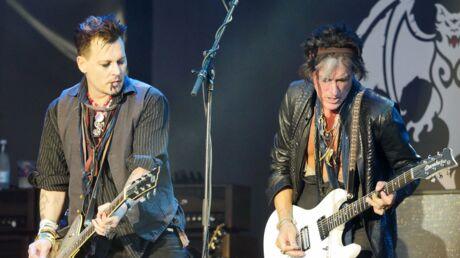 VIDEO Joe Perry: le guitariste d'Aerosmith s'effondre sur scène lors d'un concert avec Johnny Depp