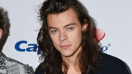PHOTO Harry Styles se montre ENFIN avec les cheveux courts et casse l'internet