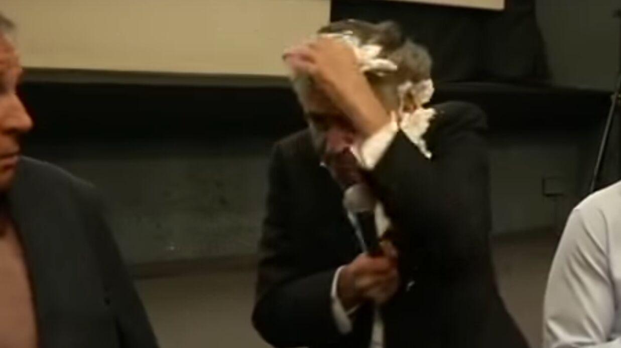 Bernard-Henri Lévy encore une fois entarté, il craque et frappe un homme… avec sa veste
