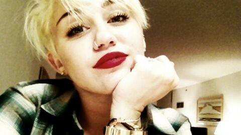 VIDEO Miley Cyrus devant le show s'une strip-teaseuse de 82 ans