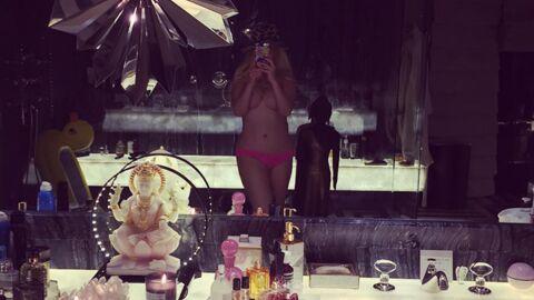 PHOTO Seins nus, Christina Aguilera affiche sa silhouette affinée