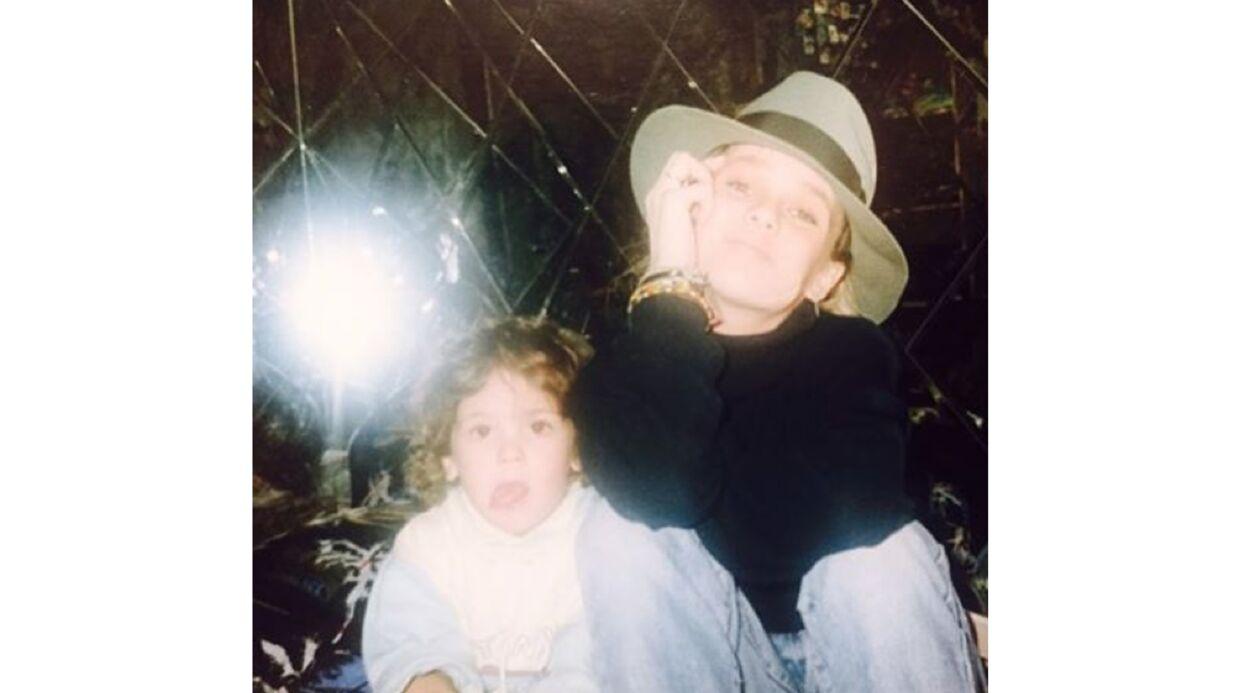 Alysson et Vanessa Paradis: leur photo d'enfance craquante entre soeurs
