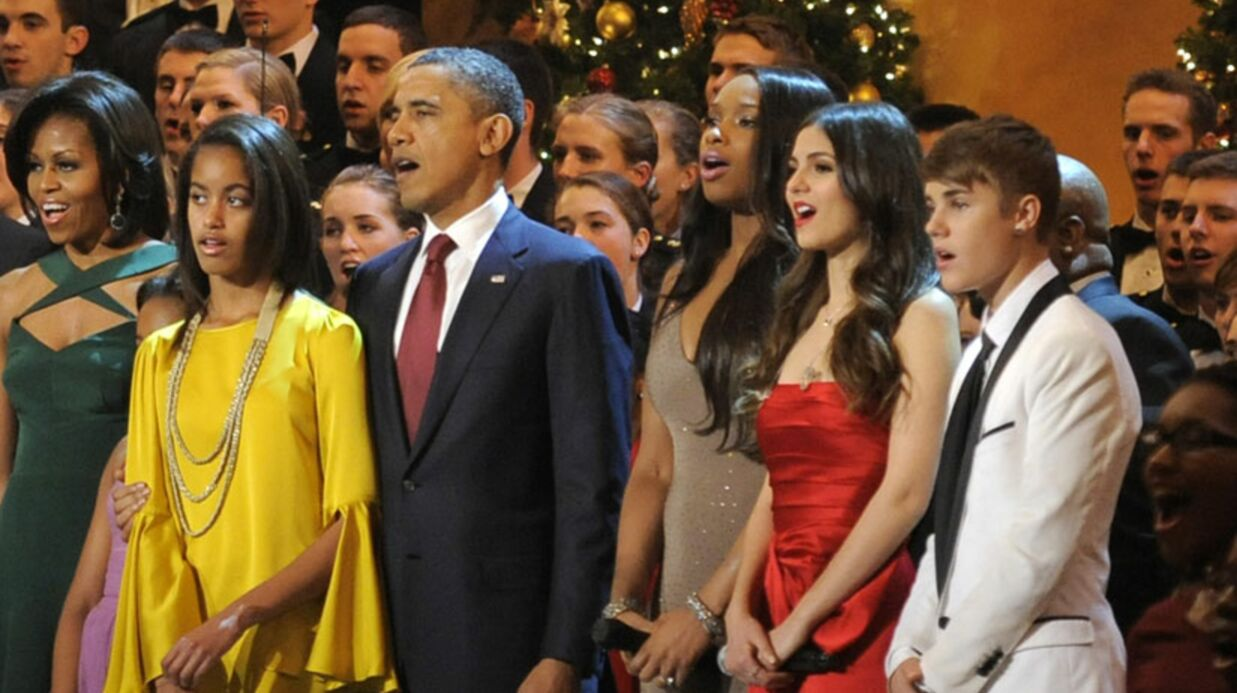 PHOTOS Justin Bieber fait chan­ter Barak Obama