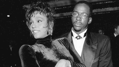 Mort de Whitney Houston : son ex Bobby Brown s'effondre sur scène