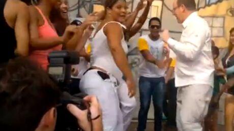 DIAPO Le prince Albert II de Monaco danse la samba au Brésil
