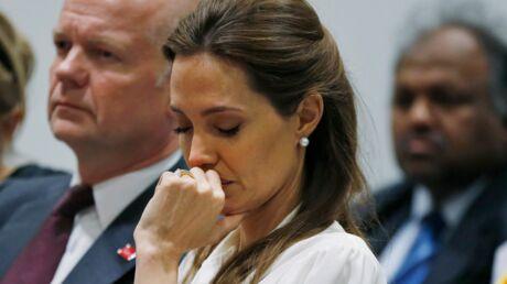 PHOTOS Très émue, Angelina fond en larmes en écoutant des témoignages de viols