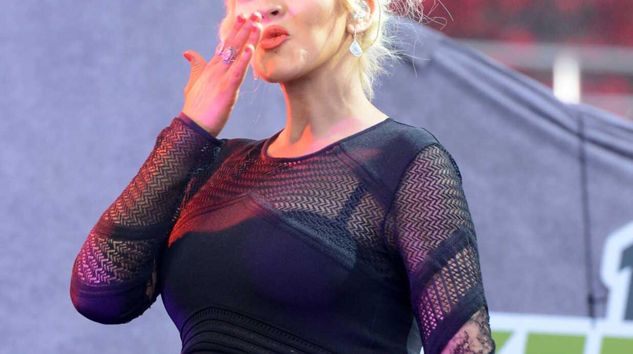 PHOTOS Enceinte, Christina Aguilera ose la robe en dentelle (et ça lui va bien)