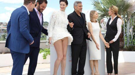 PHOTO Cannes 2016: première victime du vent, Caitriona Balfe montre sa petite culotte