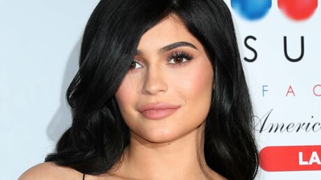 PHOTOS Kylie Jenner se transforme en Barbie blonde pour un shooting sexy
