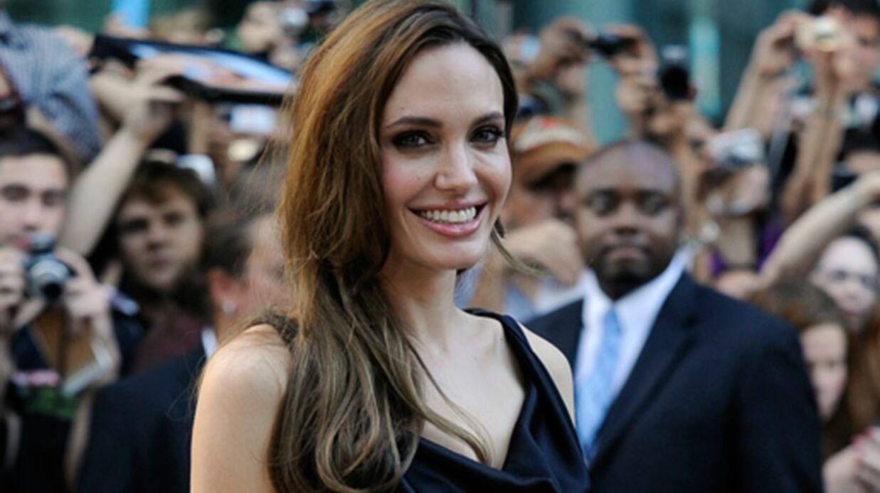 LOOK Angelina Jolie s'habille en Morticia Adams à Toronto