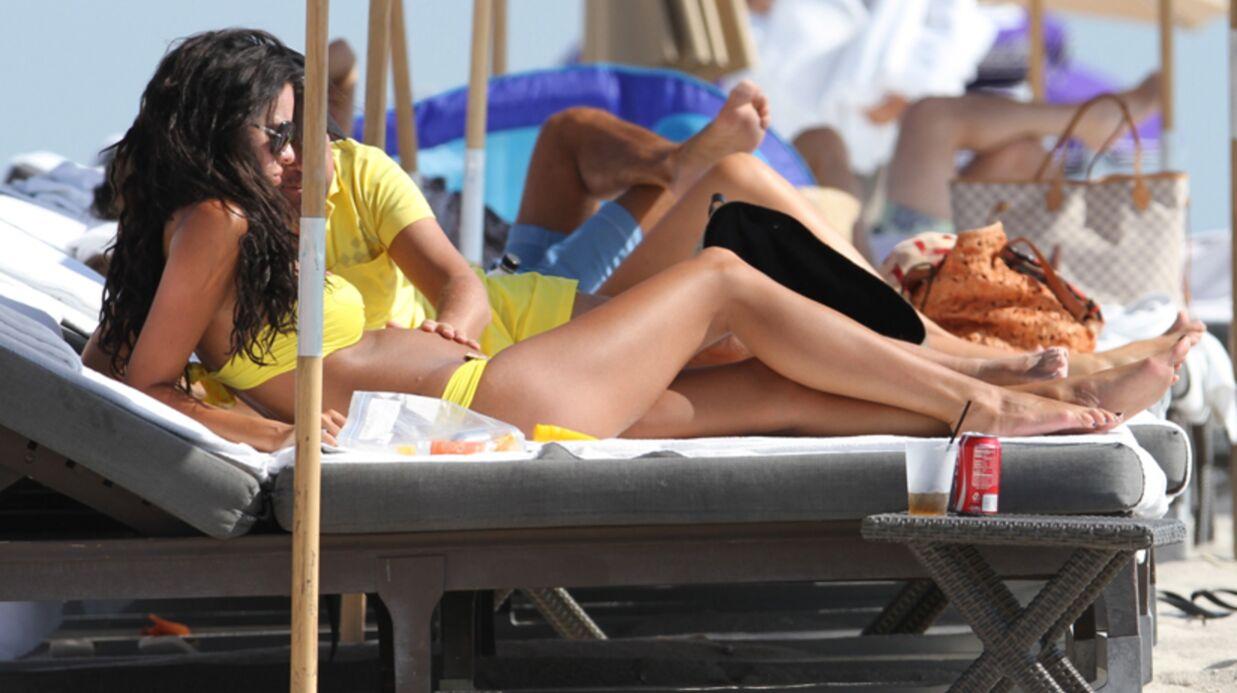 PHOTOS Jade Foret enceinte et Arnaud Lagardère à la plage