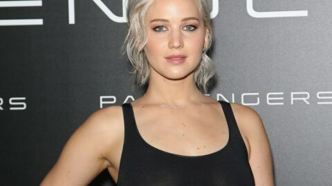 PHOTOS Trahie par les flashs, Jennifer Lawrence montre sa poitrine