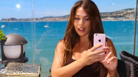 Kim Glow seins nus pour la promo de son single