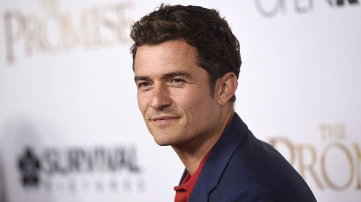 Orlando Bloom photo­gra­phié nu sur un paddle : « Je pensais qu'on était complè­te­ment seuls ! »
