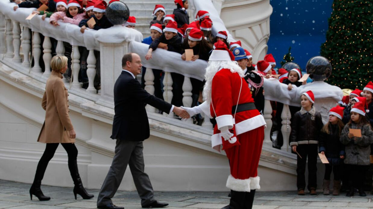 DIAPO Albert de Monaco et Charlène rencontrent le Père Noël