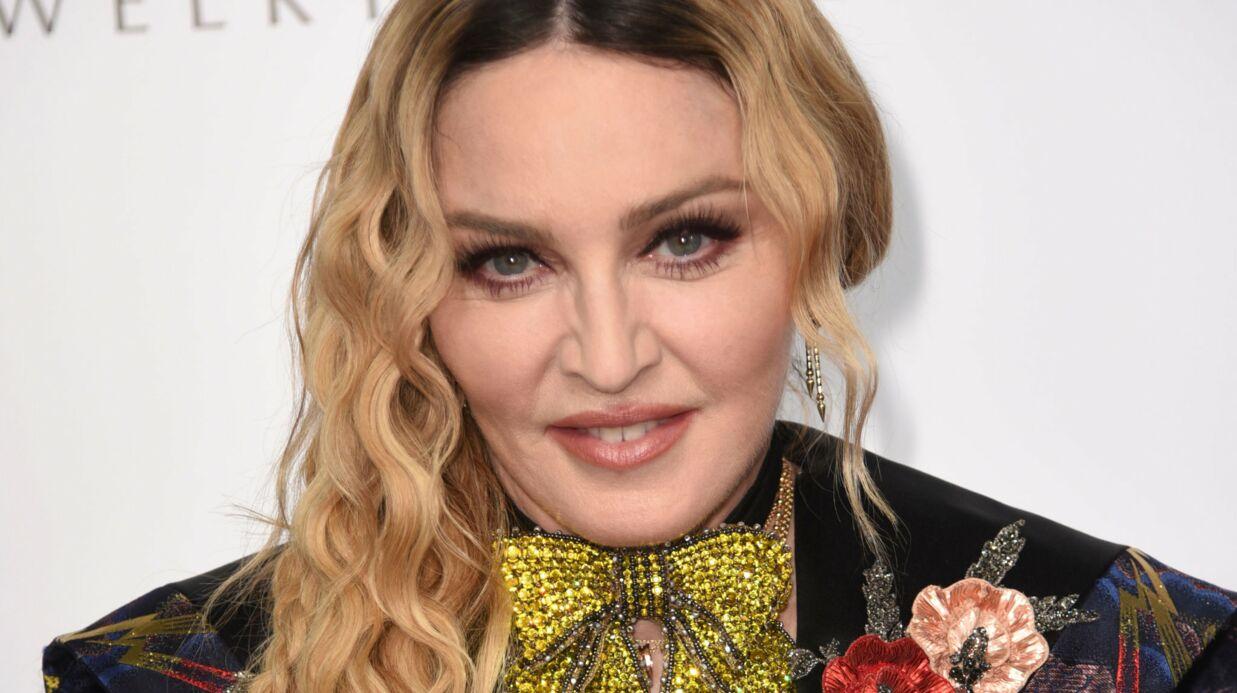 PHOTOS Madonna affiche sa poitrine dans un top transparent