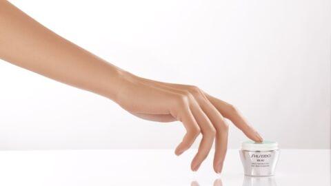 Shiseido invente un nouveau geste d'urgence pour faire peau nette