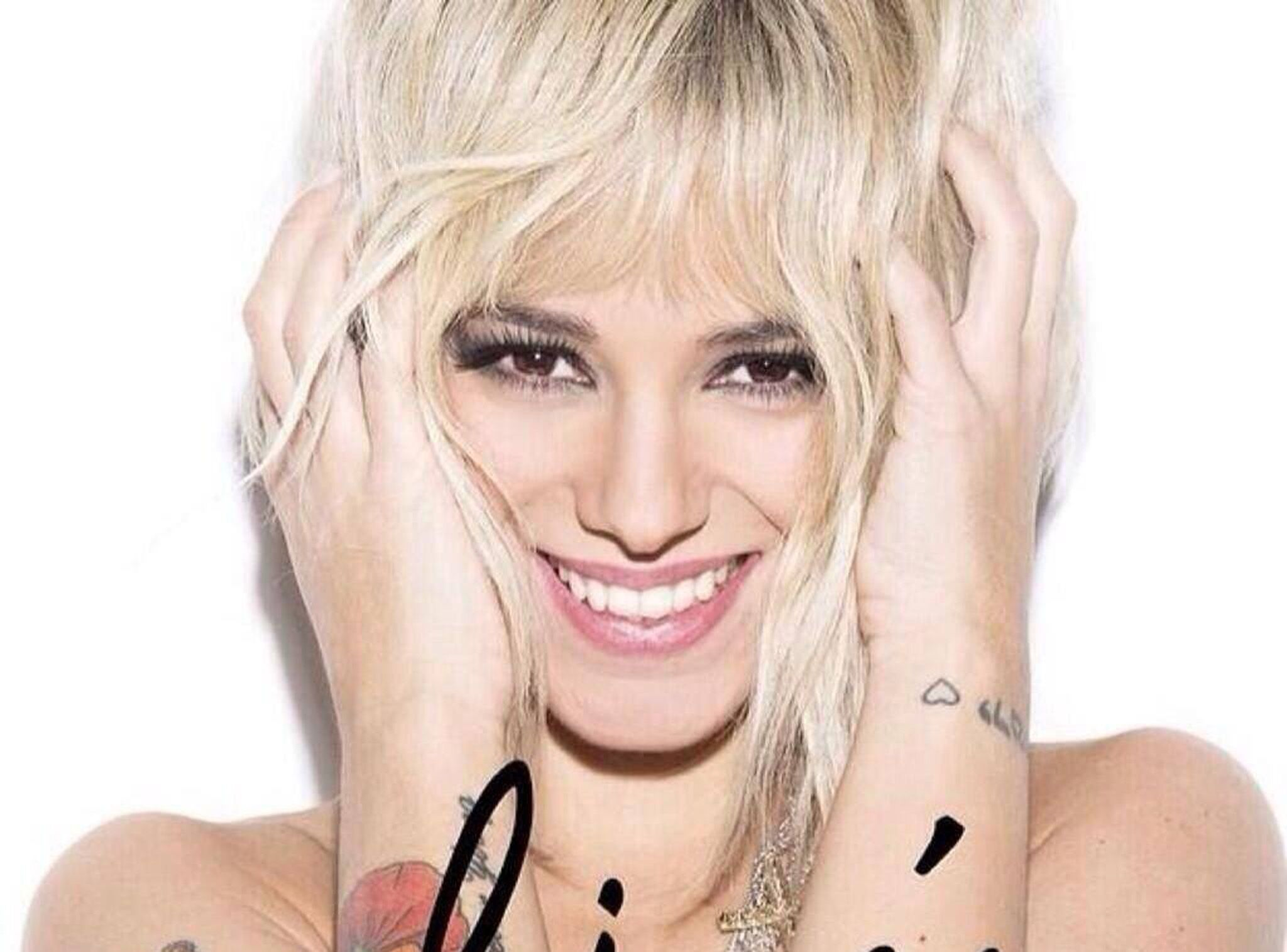 Alizee Toute Nue photos alizée passe au blond ! - voici
