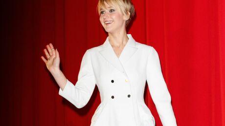 Jennifer Lawrence quitte le tapis rouge pour consoler une petite fille