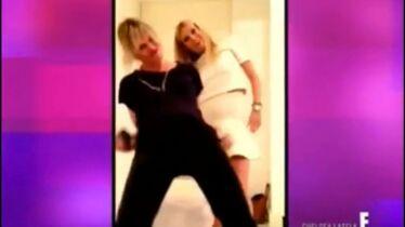 Trois blondes dans un studio