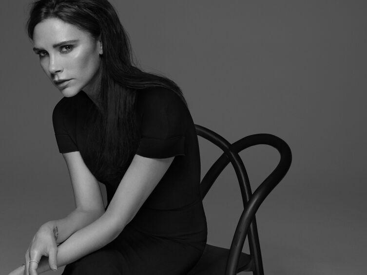 Victoria Beckham sort une magnifique collection de make-up avec Estée Lauder