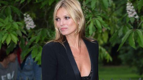 A Ibiza, Kate Moss fait venir son chauffeur de Londres pour lui ramener… sa clope électronique