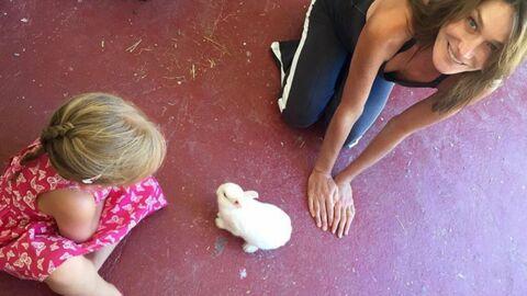PHOTO Carla Bruni poste une nouvelle photo de Giulia avec un lapin