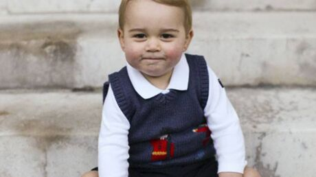 PHOTOS Le prince George prend la pose à Kensington Palace