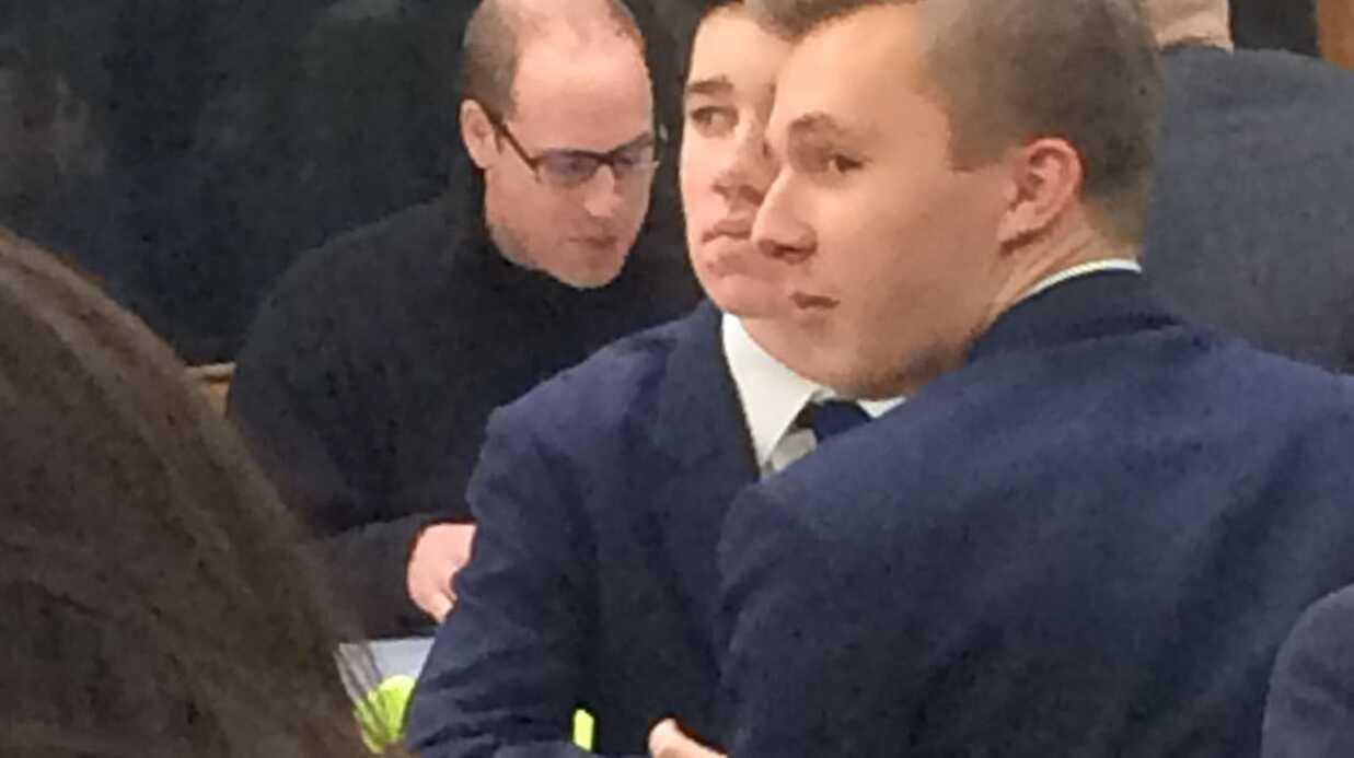 Le prince William s'arrête déjeuner dans la cafétéria d'un lycée, les élèves hallucinent