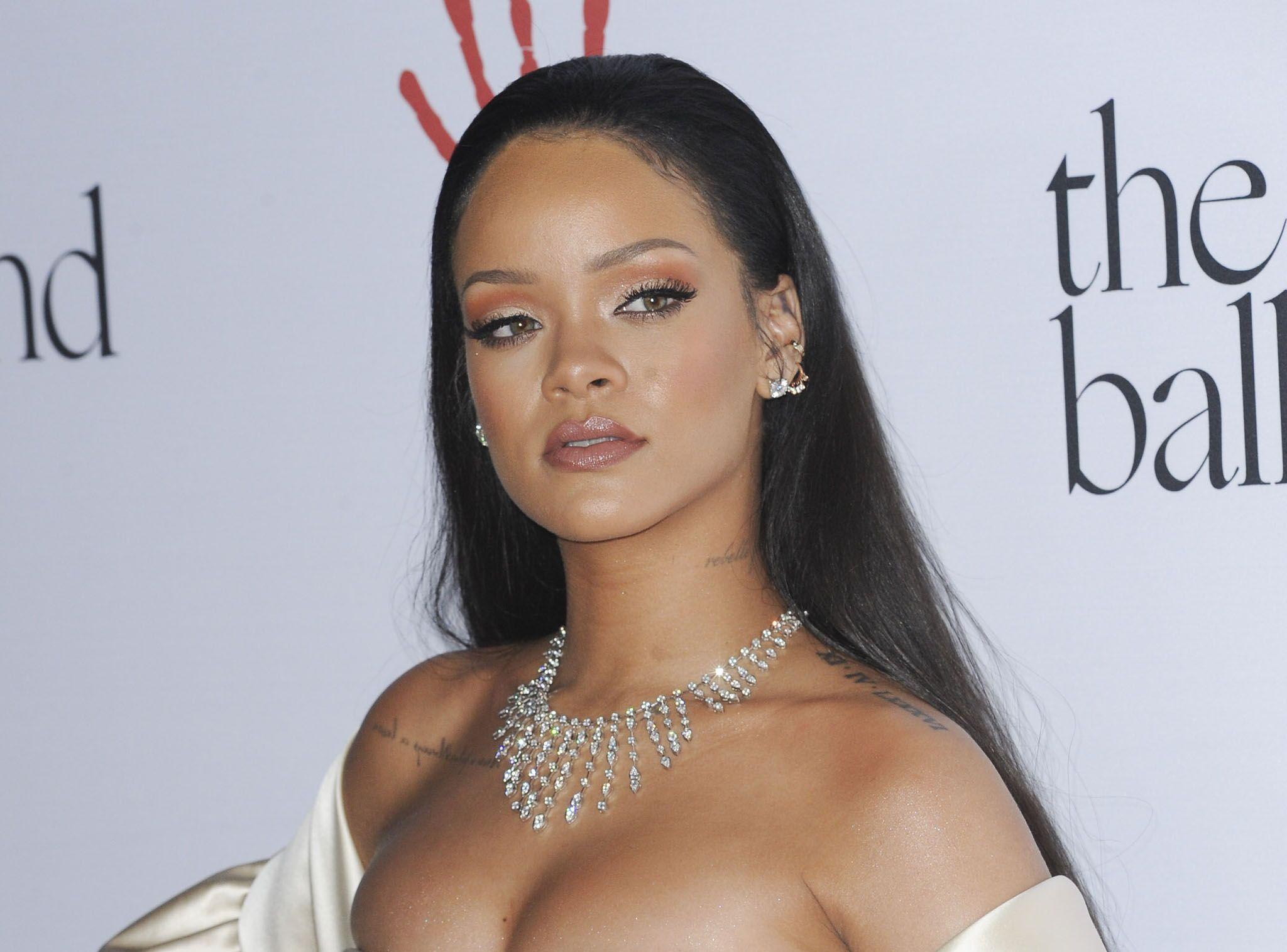 Rihanna « La » Personnalité Selon Une Vendeuse Est Étude Plus Voici PkXZuOi
